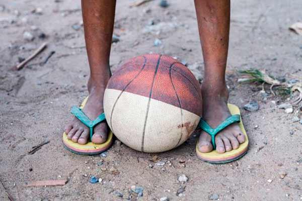 菲律宾孩子篮球场地