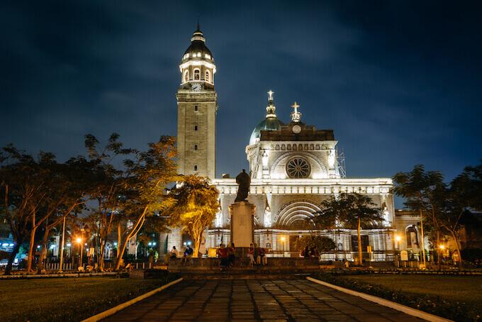 菲律宾历史文化-教堂外景色