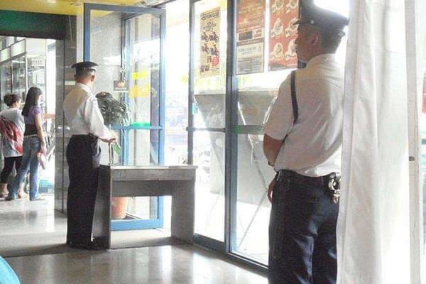 菲律宾超市购物,警卫