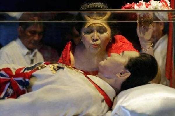 菲律宾前总统马科斯,马科斯躺在水晶棺
