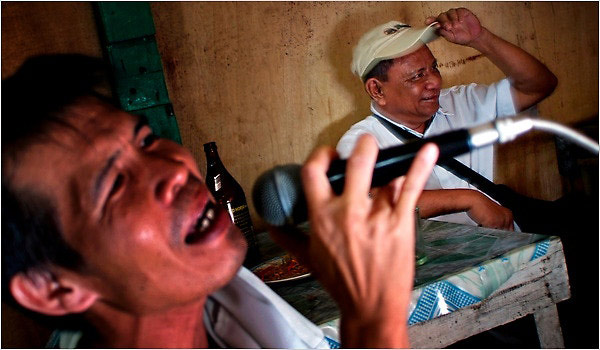 菲律宾唱歌跑调杀人