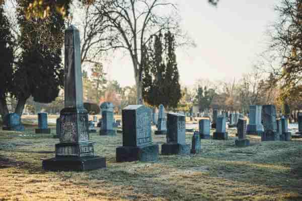菲律宾当地公墓供不应求